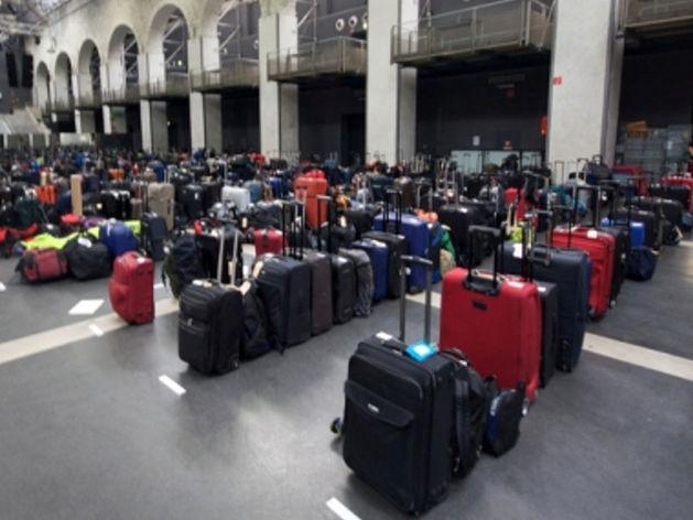 В аэропорт Ростова начинает прибывать багаж туристов из Египта
