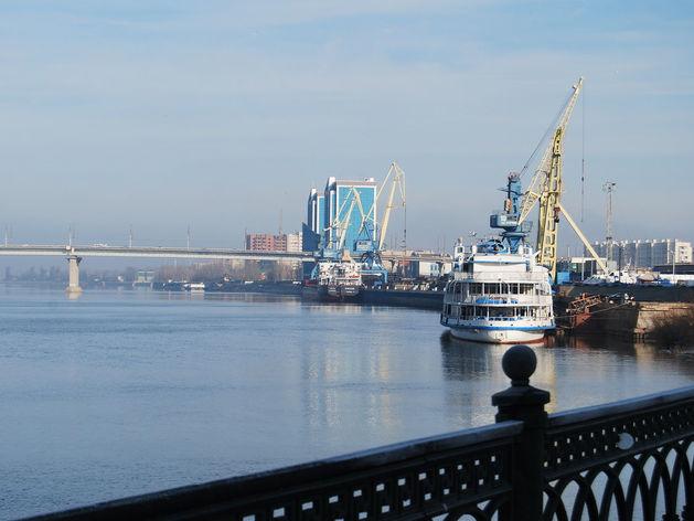 Ростовский теплоход «Юсра» с экипажем не может покинуть Астрахань