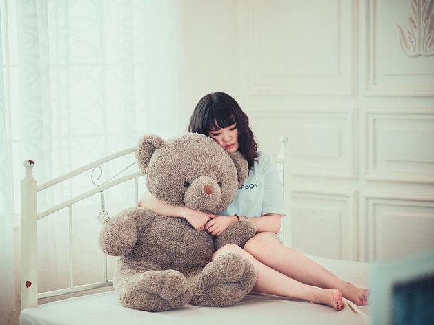изнасиловал спящую мать